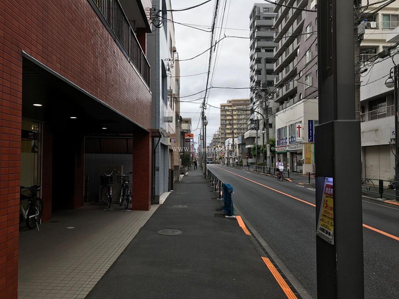 マンション前から京成小岩駅方向
