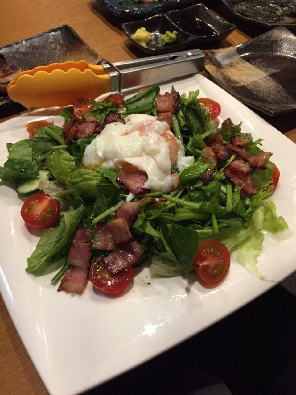 ほうれん草とカリカリベーコンの温玉野菜サラダ650